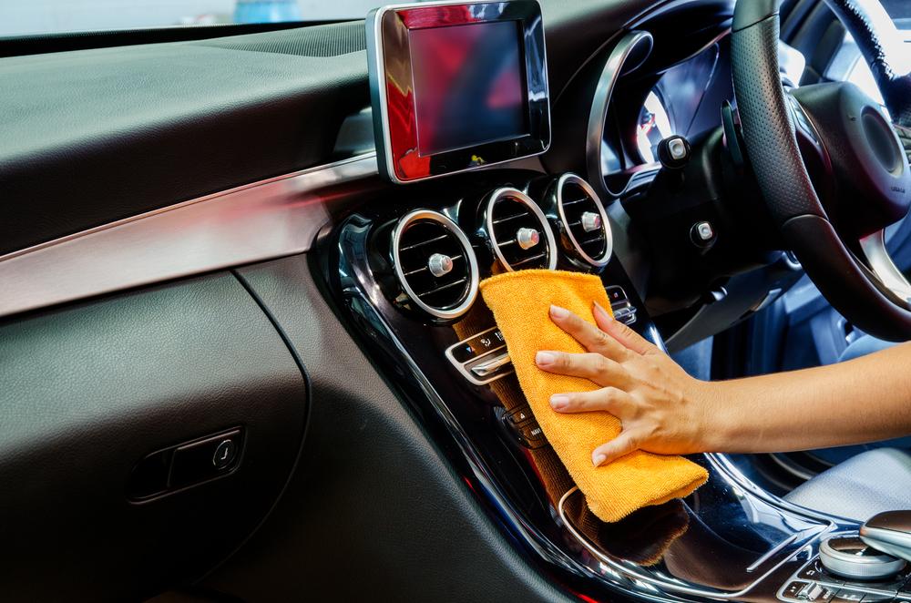 車が臭い!悪臭対策の方法は?臭いが取れない車はどうすべき